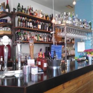 Comercial - Barra, botellero, estanterias Le Chigre