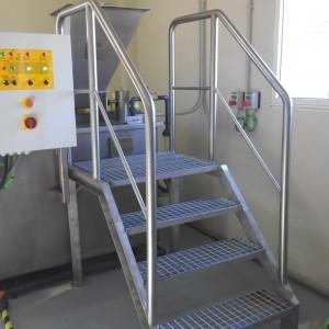 Escalera Acero inox. con plataforma