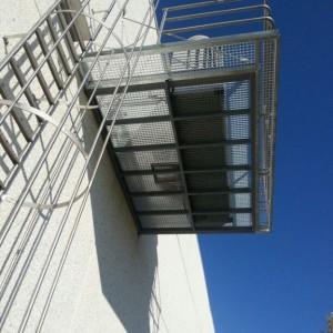Escalera Inox con Aros, plataforma y barandilla - Logroño